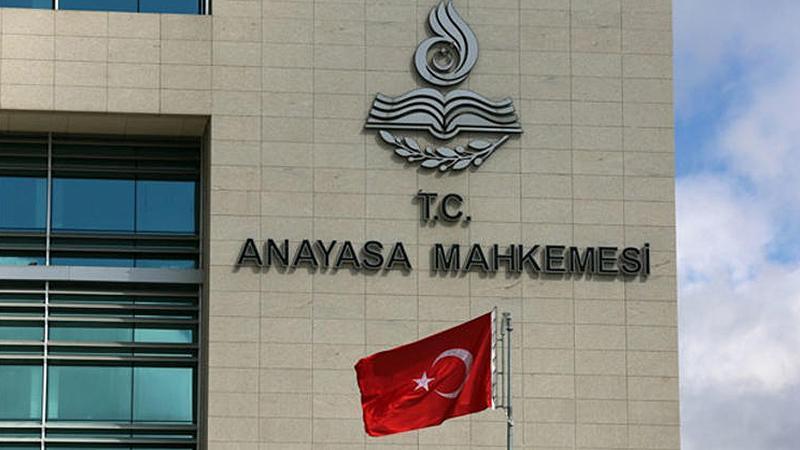 Anayasa Mahkemesi gazetecilere yüzde beş fazla mesai faizi ödenmesini iptal etti