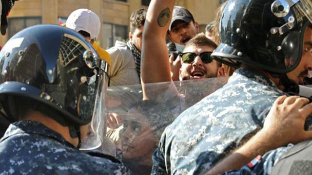 Lübnan'da protestocular meclis binasını kuşattı! Oturum ertelendi