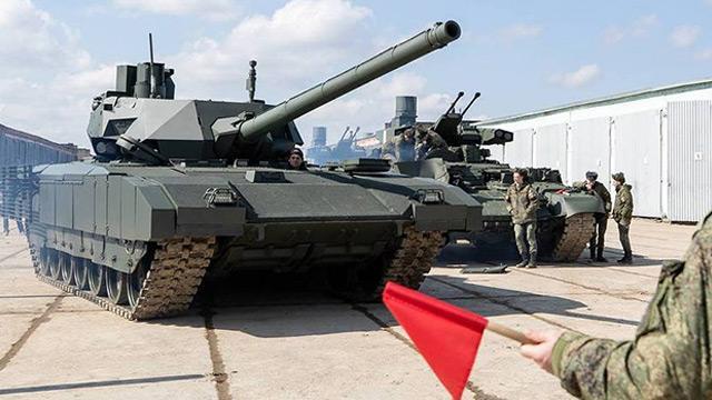 """Rusya """"Dünyada benzeri bulunmayan"""" tankın ilk partisini üretti"""