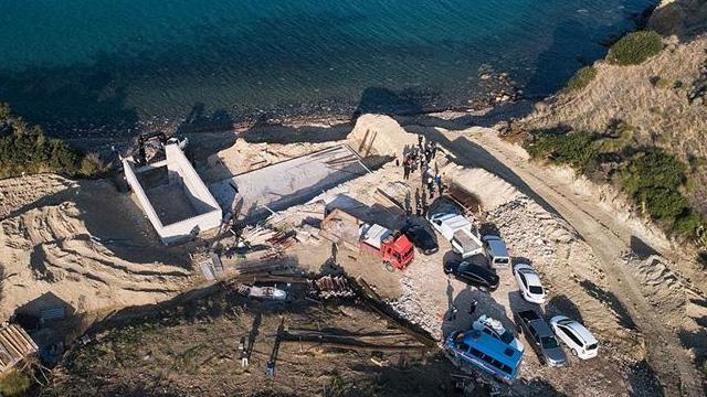 İzmir Karaburun'da sit alanına yapılan inşaatta yıkım başladı