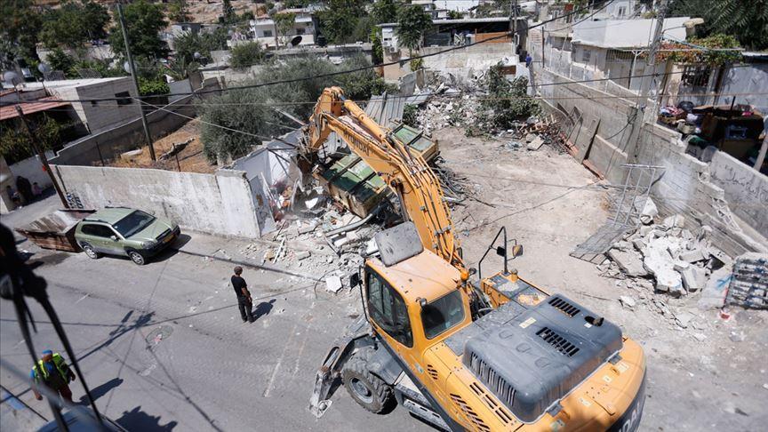 İşgalci İsrail Batı Şeria ve Doğu Kudüs'te Filistinlilerin evlerini yıktı