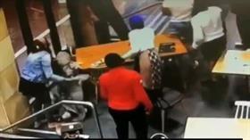 Başörtülü hamile kadına alçak saldırı! Darp edilen kadın hastaneye kaldırıldı