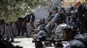 Terör devleti İsrail polisi Kudüs'te bir camiyi kapattı