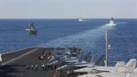 ABD'nin savaş gemileri, dünyanın kilitlendiği noktada bir kez daha boğaza doğru açıldı