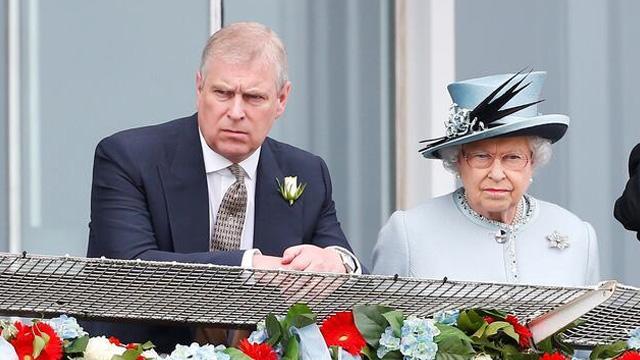 Kraliçe'nin oğlu Prens Andrew cinsel taciz iddialarının ardından kraliyet görevlerini bıraktı