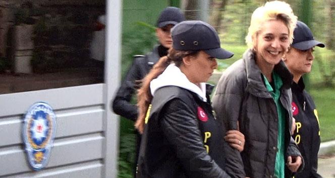 Beşiktaş'ta başörtülü öğretmene saldıran kadının ifadesi ortaya çıktı: Alkollüydüm, kafam bozuktu, iki tokat attım