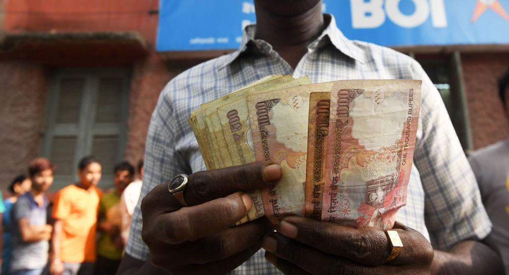 Hindistan'da gökten para yağdı'