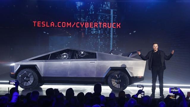 Elon Musk'ın zırhlı ve elektrikli yeni arabası tanıtıldı