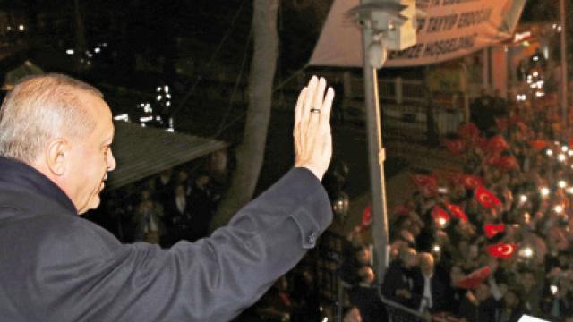 Başkan Erdoğan: YPG'nin silahlarını topluyoruz
