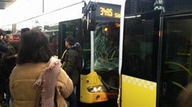 İki metrobüs kafa kafaya çarpıştı! Ekipler olay yerine sevk edildi