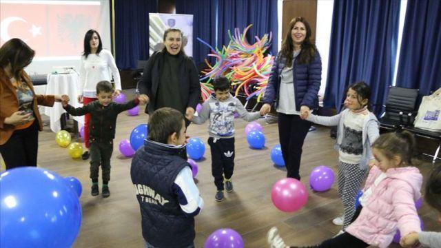 Arnavutluk'taki depremzede çocukların yüzü Türkiye ile güldü
