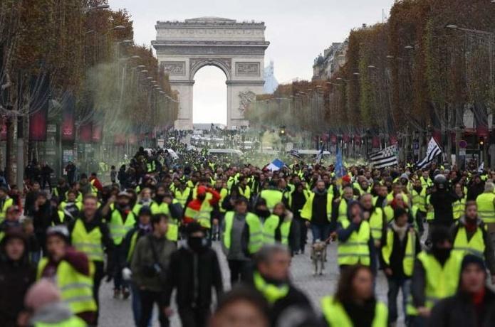 Fransa'yı kilitleyen grev 2'nci gününde! Bugün açıklayacaklar