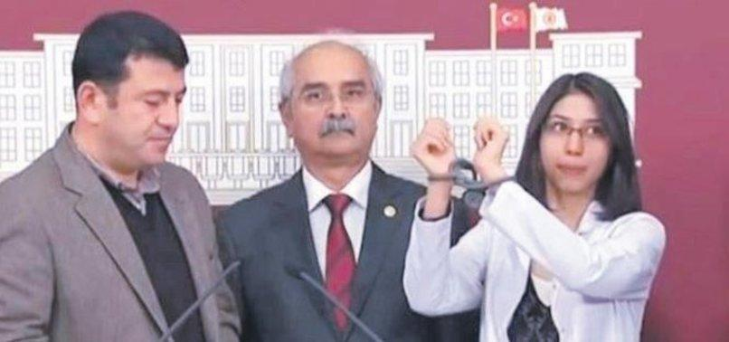 CHP'li Ağbaba Diyarbakır'da polis oğlu için nöbet tutan anneye dil uzattı