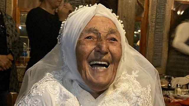 15 yaşında evlenen Döndü ninenin gelinlik hayali 85 yaşında gerçek oldu