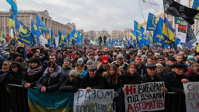 Kiev'deki protestolarda Zelenskiy'e 'kırmızı çizgi' hatırlatması