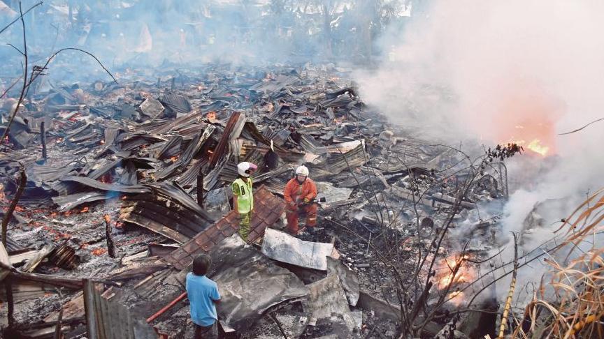 Malezya'daki yangında 20 ev kül oldu