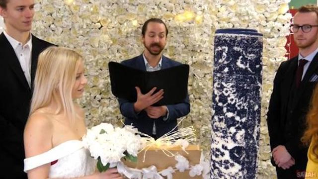 İngiltere'de bir kadın halıyla evlendi: Onsuz bir hayat düşünemiyorum!