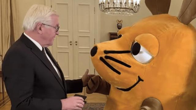 Almanya Cumhurbaşkanı Steinmeier, fareyi liyakat nişanıyla ödüllendirdi