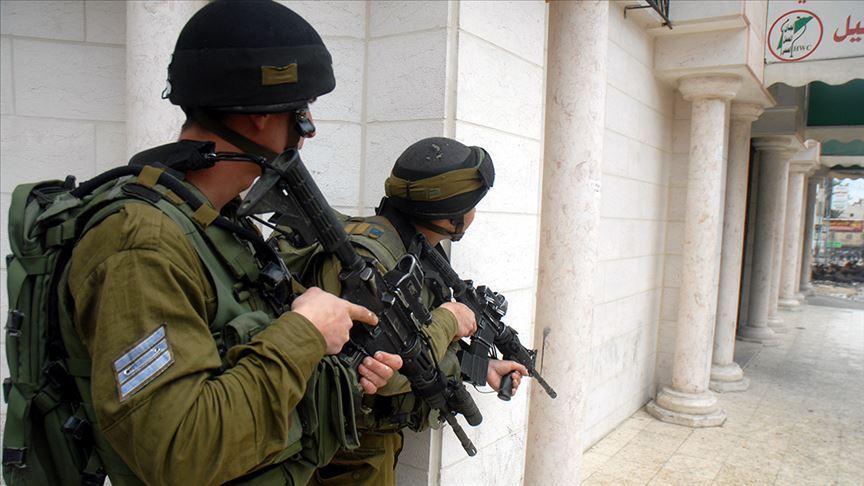 Katil İsrail güçleri Batı Şeria'da 9 Filistinliyi gözaltına aldı