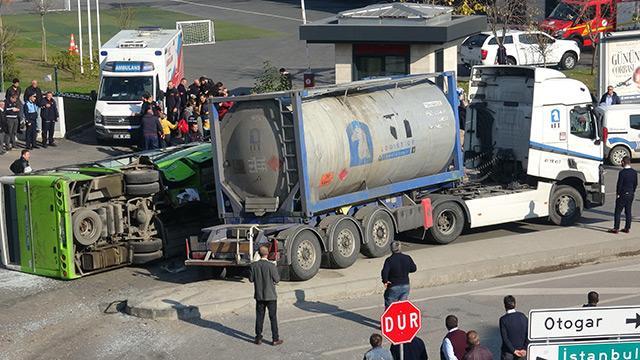 Kocaeli'de midibüs ile tanker çarpıştı: 27 yaralı