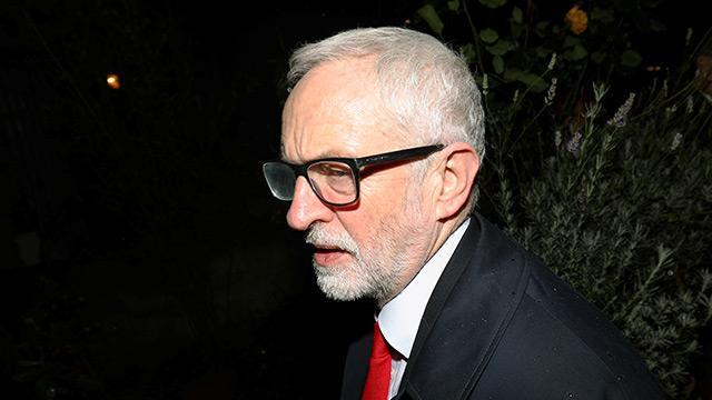 İngiltere'de İşçi Partisi lideri Corbyn, seçimi kaybettiği için görevini bırakıyor