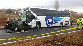 Kırşehir'de yolcu otobüsü ile otomobil çarpıştı! Aynı aileden 4 kişi hayatını kaybetti