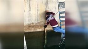 HES'te suya düşmek üzere olan yavru kedinin imdadına teknisyen yetişti