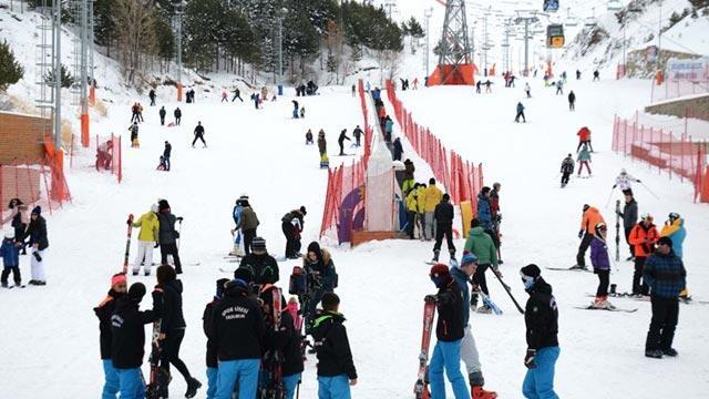 Palandöken'e kayakseverlerden yoğun ilgi!