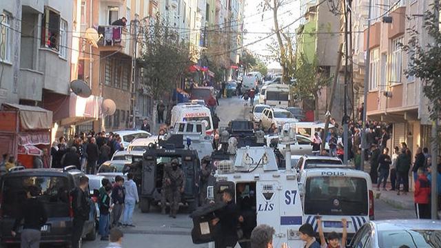 İstanbul Gaziosmanpaşa'da yangın: Olay yerine çok sayıda özel harekat polisi sevk edildi