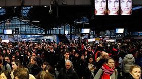 Fransa büyük zarar ediyor! Macron'a karşı başlatılan grevler 12. gününe girdi