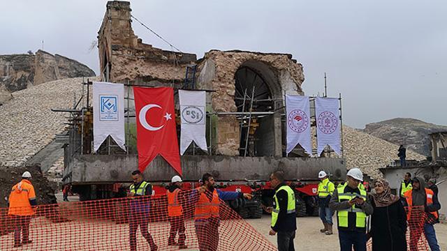 Hasankeyf'teki  son eser 610 yıllık Er-Rızk Camisi'nin 1700 tonluk gövdesi de taşınmaya başlandı