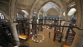 Kiliseden dönüştürülen kütüphane hizmet vermeye başladı