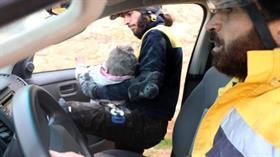 Halep'te moloz yığını altında kalan çocuk böyle kurtarıldı