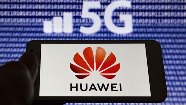 """İngiltere'deki iktidardan Huawei'ye """"stratejik destek"""""""