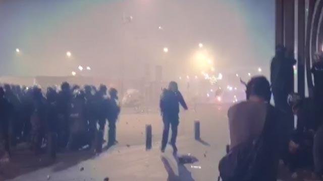 Lübnan'da göstericilerle güvenlik güçleri arasında arbede! Çok sayıda yaralı var