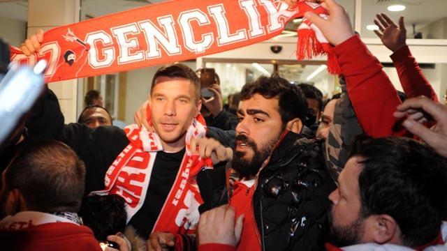 Lukas Podolski'ye Antalya'da coşkulu karşılama