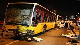 İstanbul'da metrobüsle motosikletin çarpışması sonucu 2 kişi yaralandı