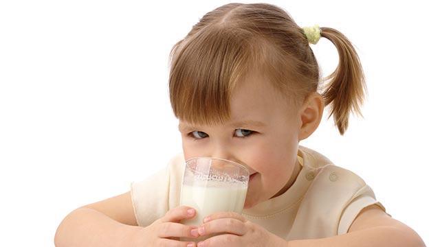 Fazlası kansızlığa neden oluyor! Çocuklara günde 3 bardak süt yeterli