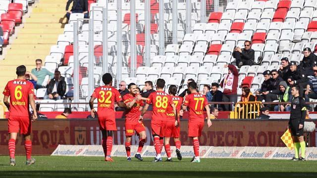 Göztepe Antalyaspor'un fişini ilk yarıda çekti