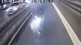Metrobüs yolunda inanılmaz kaza: Metrobüsle çarpışan motosikletli hayatını kaybetti