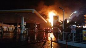 Kocaeli'de AVM'de korkutan yangın! Dükkanlar kullanılmaz hale geldi