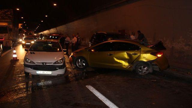 TEM'de zincirleme kaza: Çok sayıda yaralı var