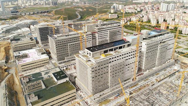 İBB'nin Kayaşehir'de bulunan Başakşehir Şehir Hastanesi'ne ulaşacak yol inşaatlarını durduğu ortaya çıktı
