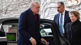 Başkan Erdoğan G.Saray-Denizli maçını takip ederken görüntülendi