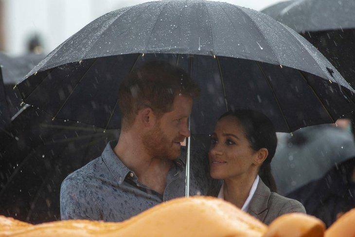 Prens Harry ve Meghan Markle hakkında şok iddia! Ayrılmaları için tehdit edildiler