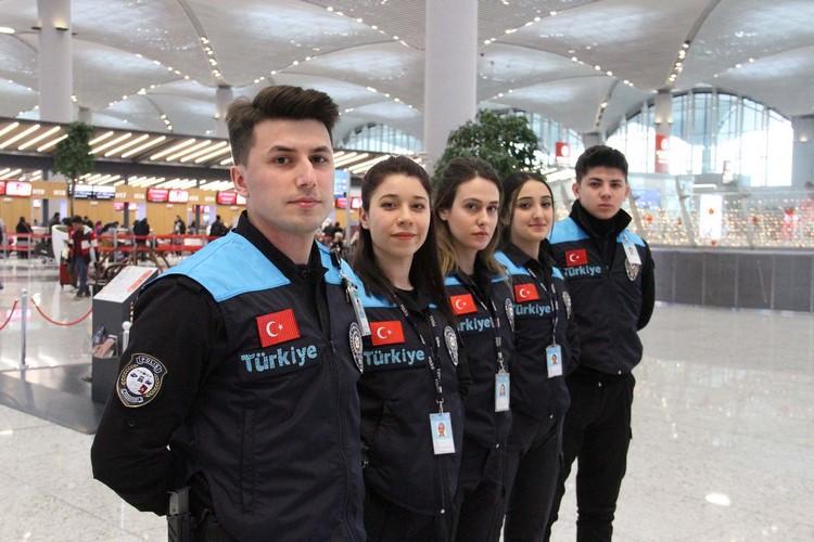 İstanbul Havalimanı'nda pasaport polisleri turkuazları kuşandı