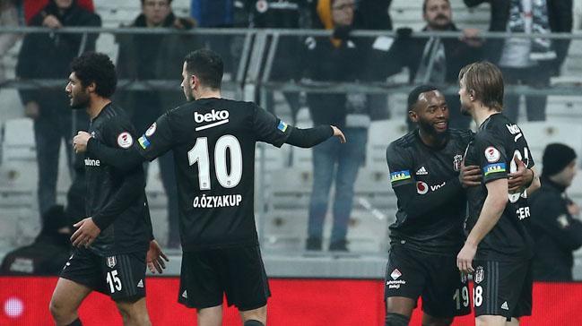 Beşiktaş'ta Caner Erkin ile Elneny tartıştı