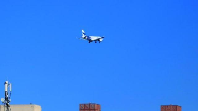 Hafter milislerinin hedef aldığı Mitiga Havalimanı'na ilk uçak indi