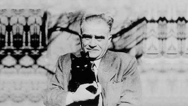 Türk edebiyatının mihenk taşlarından! İşte Tanpınar'ın pek bilinmeyen fotoğrafları...