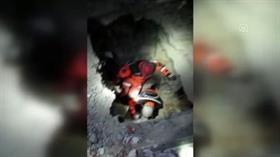 Elazığ'da depremin 23'üncü saatinde bir anne kucağında bebeğiyle kurtarıldı
